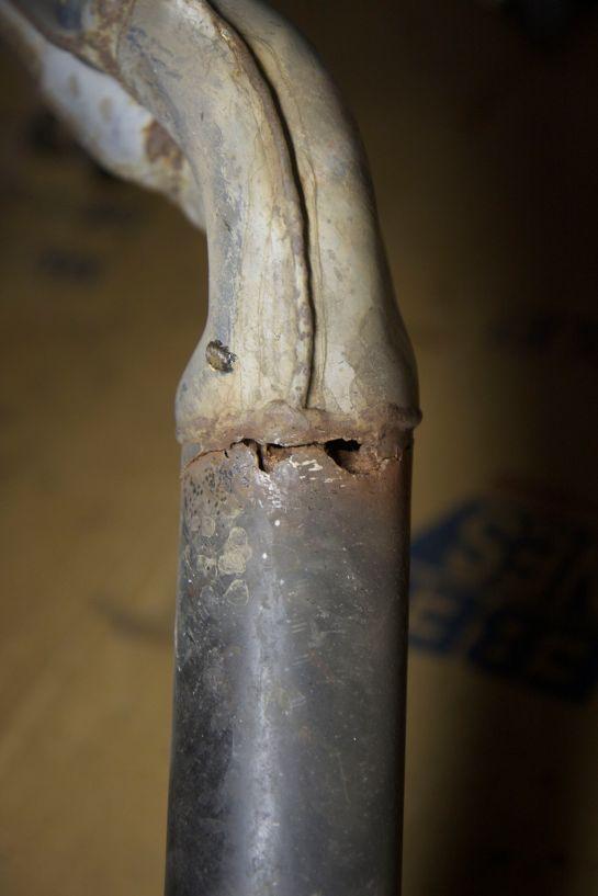 Exhaust crack